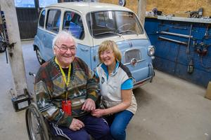 Rune och Ulla-Britt Axelsson ser nu fram mot att få ta en premiärtur med sin nyrenoverade Fiat Multipla.
