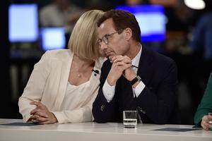 Kristdemokraternas partiledare Ebba Busch Thor och Moderaternas partiledare Ulf Kristersson på SVT:s valvaka. Foto: Stina Stjernkvist / TT