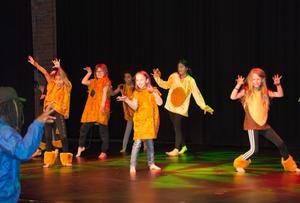 Skär inte ner på kulturskolan, utöka verksamheten i stället, skriver Hanove Johansson. På bilden repeterar danselever från Sundsvalls Kulturskola inför en dansafton.