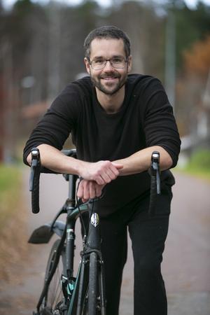"""""""Jag förlorade min pappa när jag var liten"""" säger Pierre Mörck. Det är en av drivkrafterna som får honom att engagera sig i mäns hälsa."""