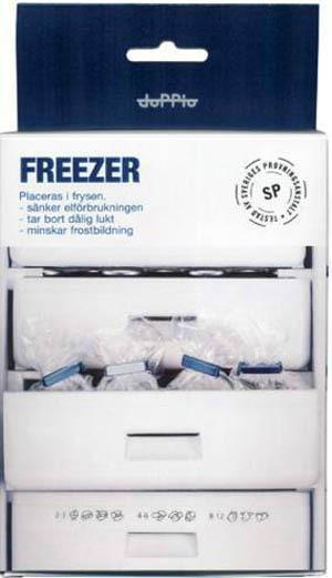 """Elsparare. Genom att lägga kassetten """"Doppio freezer"""" i frysen sparar du inte bara 30 procent av elförbrukningen utan får också godare is. Fungerar genom att helt enkelt avfukta luften i frysen. Håller i cirka tre år, pris 126 kronor, smartasaker.se. Finns också för kylskåp."""