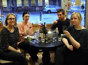 Lina Kronberg, Lillemor Landell, Linus Larsson och Catrin Brolin l fick uppdraget att testa julens glögg.