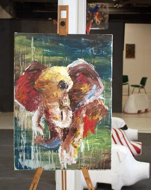 Tolvåriga amatörmålaren Ingrid Summanen ställer ut sina målningar på Galleri Soho.
