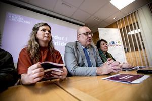 Ulf Berg (M) och Sofia Jarl (C) jämför äpplen med päron i debatten om en privatiserad ambulanssjukvård, skriver insändarförfattaren.