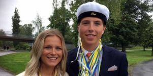 Sollefteås världsstjärna på skidor Frida Karlsson var självklart på plats för att uppvakta sin sambo och skidstjärna även han, William Poromaa.