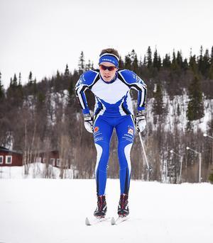 Efter otaliga mil av stakning fick Emil Thyrén nog av skidåkning. Nu är det istället benen som får jobba på cykeln.