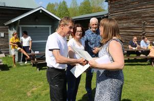Bo Halvarsson, Astrid Larsson (dottern Sara Larsson hämtade) och Ernst Tjärnberg tog emot utmärkelser för ideellt arbete. Hembygdsföreningens ordförande Kristina Kristoffersson tackade för deras insatser.