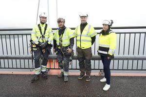 Anton Ståhl och Richard Orsmalm jobbar som specialmålare för Pro access, platschef Göran Nilsson och entreprenadchef Marie–Louise Nordén jobbar för Svevia, som har ansvar för underhållet på Högakustenbron.