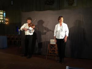 """Bo Lindell och Ewa Carlsson spelar """"Spela aldrig Mozart – så länge jag lever""""."""