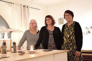 Elin B. Ståhl, Maria Olsson och Ritva Kindvall som i helgen hade öppet hus på deras nystartade Ateljé 65.
