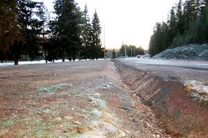 Att vara eller inte vara? Det är frågan om det dike som numera hindrar fordon från att svänga in på den tidigare rastplatsen vid Kottjärn.