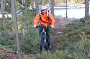 En spännande milslång mountainbike-led över skogen från Bröttjärna till Mockfjärd är Christoffer Nilssons plan.