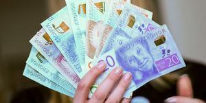 En del av lösningen på kort sikt skulle kunna vara att de krislån som nu finns att tillgå kan villkoras för bolag med fler än 250 anställda. Om man ska få tillgång till lånen ska också delar av dessa pengar gå till att betala mindre underleverantörer, skriver Företagarna.