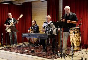 Bandet Gentleman sjung och spelade låtar som handlade om Sundsvall och Skvadern.