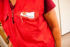 På Gästrike räddningstjänst skänks julgåvan till välgörenhet. De anställda får rösta på antingen Suicide Zero, Barncancerfonden eller Röda korset.