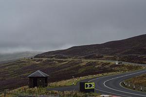 Motortävlingarna på ön Isle of Man går på landsvägar genom kuperat landskap. Foto: Elin Molander