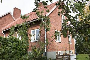 Den gamla rektorsbostaden i Torsåker har blivit familjen Bannons hem.