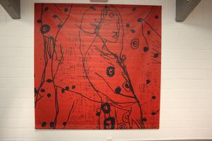 Kvinnor i abstrakta rum.