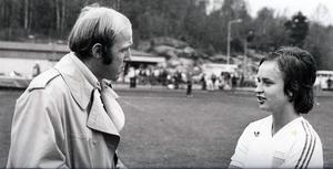 Ingegerd Lundstedt intervjuas av en ung Ingvar Oldsberg efter SM-finalmatch 1 i Mölndal. Foto: Thord Eric Nilsson