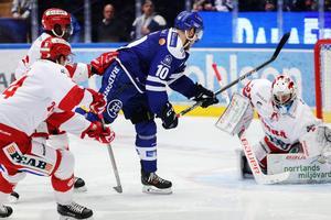 Matt Carey får sitt första friläge redan efter dryga minuten mot Timrå IK. Foto: Daniel Eriksson/Bildbyrån.