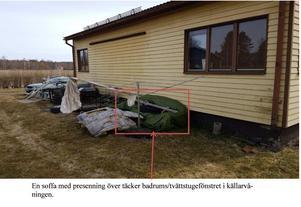 Merparten av husets fönster hade täckts för på olika sätt. Bild: Polisens förundersökning