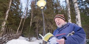 Bo Lundmark läser några rader ur sin nya diktsamling.