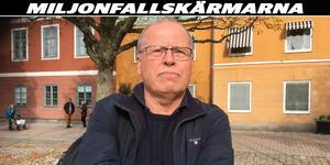 Kommunens förre förhandlingschef, Lars-Göran Carlsson, är starkt kritisk till att miljoner i fallskärmar betalats ut. Han menar att rekryteringen inte fungerar i Sala kommun.