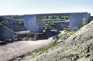 Vad är det med infrastrukturprojekt i Västernorrland? Är de alla dömda att gå back? Vilar det en förbannelse över väg- och järnvägsnätet? skriver debattförfattaren.