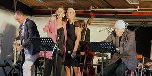Peter Asplund, Vivian Buczek, Viktoria Tolstoy och Svante Thuresson lockade en stor publik till årets Sensommarjazz under blodboken.
