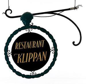 Skylten i gjutjärn satt en gång på restaurang Klippan. Nu är den till salu på auktion.Foto: Stockholms auktionsverk
