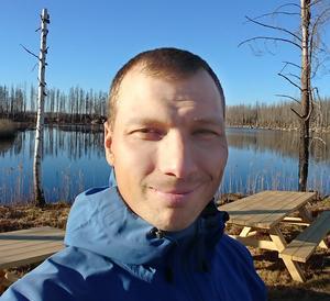 Mårten Berglind är naturvårdshandläggare på länsstyrelsen och ansvarig för skötseln  av naturreservatet Hälleskogsbrännan. Foto: Privat.