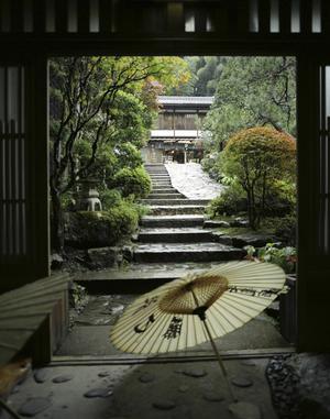 Det är ute på den japanska landsbygden som du hittar de flesta ryokan, japanska värdshus, som för de gamla traditionerna vidare.   Jörgen Ulvsgärd
