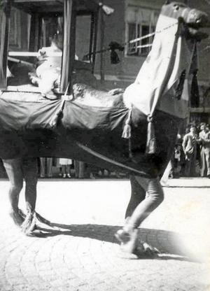 Maskeradkostymer av olika slag harr alltid kommit till användning i Barnens Dagstågen. Bilden tagen i samband med Barnens Dag i Ludvika 1936.