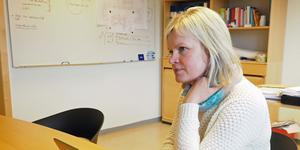 Anda Embretzen, socialchef i Härjedalen, berättar att rutinerna kring hantering av kontanter och värdesaker har skärpts efter att en äldre brukare blivit av med pengar från ett låst medicinskåp.