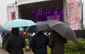 Evenemanget sköljdes över av regn, men det hindrade inte folk från att gå ut.