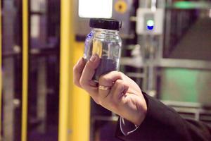 Titanpulver som tillverkats i den nya fabriken.