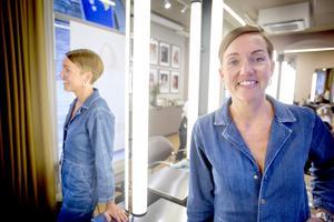 """Numera bor Malin i Södertälje och där trivs hon fint.  Hon gillar kontrasten mellan jobbet i storstaden och """"långkalsonglivet"""" i Viksberg."""