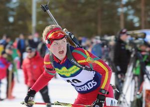 Svegs Johanna Grip kunde inte släppa blicken på tavlorna efter sin tredje skjutning med fyra bom.