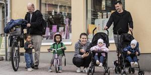 Lennart, Marian och Erik Widerberg och Edina, Meryam, Elvedin och Edin Ramic deltog i demonstration vid Skvallertorget.