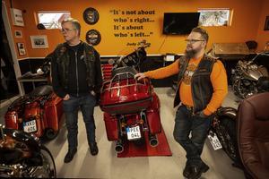 Håkan Larsson och Arto Peteri har tillbringat många timmar i garaget och klubblokalen.
