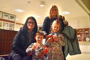 Liene Vigante Ruca, Markuss Vigante Ruca, Ervita Stase och Marta Stase var alla spända på att få se sjuåriga Rebecka Vigante Ruca uppträda.