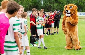 Aroscupen fyller 40 år. Under årens gång har turneringen blivit viktig för fotbollsklubbarna i Västerås