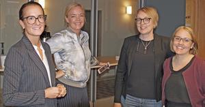 Glada miner hos tjänstemännen som jobbat med den omfattande detaljplanen.  Från vänster Sanna Edling, projektledare, Viktoria Ohlsson, kommunikatör, Åsa Rudhage, planarkitekt och Malin Björklund, planarkitekt.