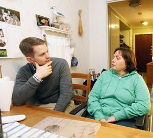 Artikeln i Gefle Dagblad blev startskottet för dramaföreställningen på Folkets hus i kväll. I går träffades Eva Andersson och Gefle Dagblads reporter Erik Jersenius igen.