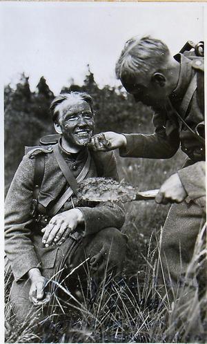 Viktigt för försvararna att kunna se utan att synas.Foto: AMF Bildarkiv, Krigsarkivet.