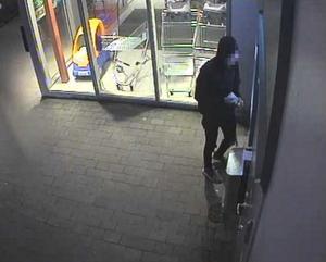 Pengar togs sedan ut vid en bankomat i Sandviken. Bild: Polisens förundersökning