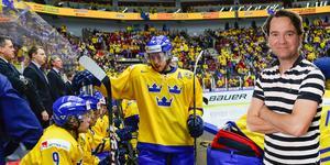 Elias Lindholm peppar i båset under finalen 2013. För första gången sedan 2005 saknas spelare från Brynäs i JVM.