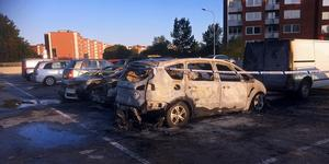 Hur kommer det att bli när framtida elbilar brinner utanför husen? undrar Tommy i Karlsvik. (Bilden är från bilbranden i Nacksta.)