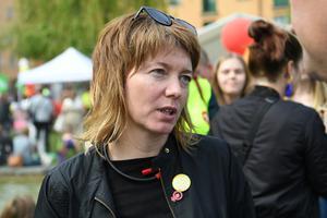 Malin Björk har inte begått något fel. Hon har använt pengar, avsedda att täcka personliga utgifter, till sådant som har med hennes uppdrag att göra och till och med betalat tillbaka det som blivit över, skriver styrelsen för Vänsterpartiet Norrtälje. Foto: Fredrik Sandberg, TT.