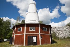 Bredvid bygdegården finns kalkugnen som var i bruk för flera år sedan. Under sommaren används den till utställningar.
